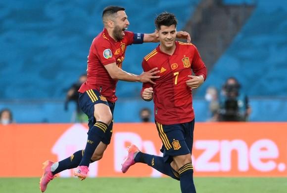 Tây Ban Nha - Ba Lan 1-1: Điểm yếu ghi bàn đẩy La Roja đến bờ vực bị loại ảnh 1