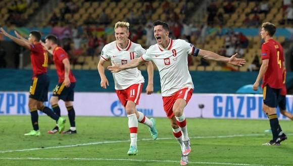 Tây Ban Nha - Ba Lan 1-1: Điểm yếu ghi bàn đẩy La Roja đến bờ vực bị loại ảnh 2