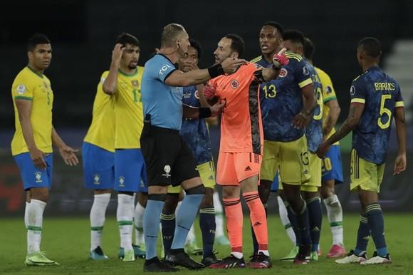 Copa America 2021: Ngược dòng đầy tranh cãi, Brazil toàn thắng ảnh 1