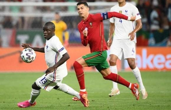 Bồ Đào Nha - Pháp 2-2: Ronaldo cân bằng kỷ lục bằng cú đúp  ảnh 2