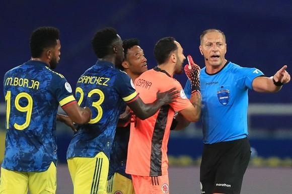 Copa America 2021: HLV Brazil bị phạt vì tiếp tục chỉ trích ban tổ chức ảnh 1