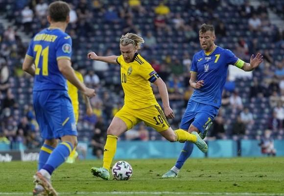 Thụy Điển - Ukraine 1-2 (hiệp phụ): Sao Man.City tỏa sáng, Ukraine lần đầu vào tứ kết  ảnh 1
