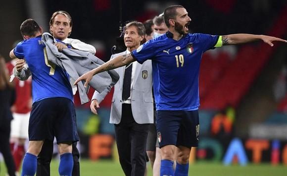 HLV Roberto Mancini hạnh phúc sau thành công mới của Italy.