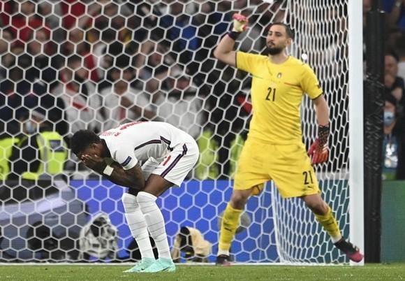 Italy - Anh 1-1 (3-2 luân lưu): Tam sư gục ngã trước thiên đường, Azzurri số 1 châu Âu sau 53 năm ảnh 1