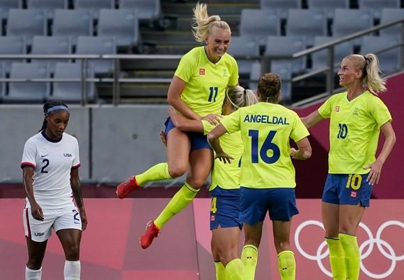 Tuyển nữ Thụy Điển giành chiến thắng 3-0 đầy thuyết phục trước ứng viên số 1 Mỹ.