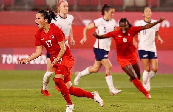 Canada mừng khoảnh khắc đưa họ vào chung kết Olympic lần đầu tiên.