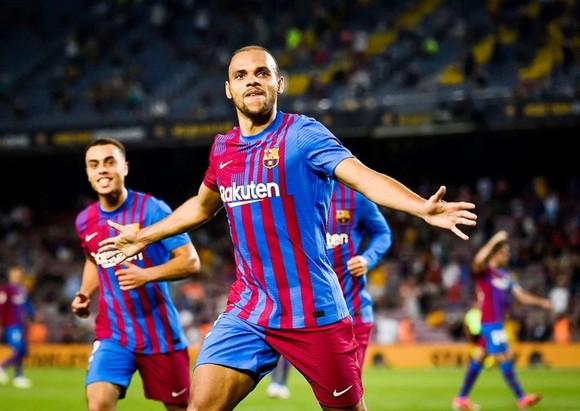 Thắng đậm trận khai màn, Pique tin Barca sẽ sớm quên Messi ảnh 1
