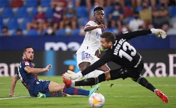 Cầu thủ dự bị Vinicius tỏa sáng giúp Real giành 1 điểm.