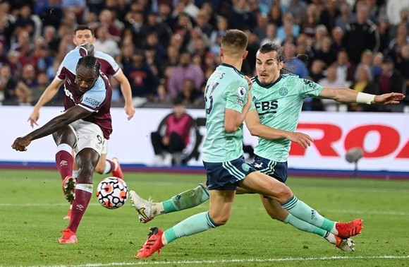 Antonio đi vào lịch sử, West Ham chiếm ngôi đầu ảnh 1