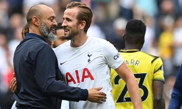 Harry Kane vẫn khá hạnh phúc khi ra sân trở lại cùng Tottenham.