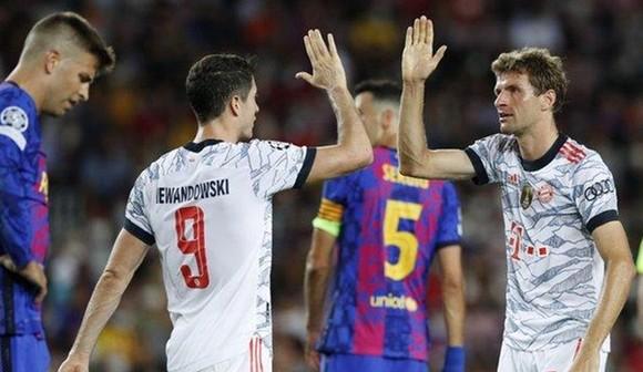 Lewandowski 'đại náo' Camp Nou ảnh 1
