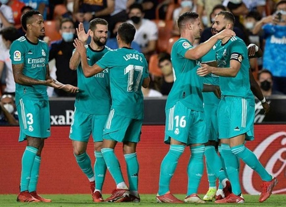 Real Madrid giành chiến thắng 2-1 nhọc nhằn tại Valencia.
