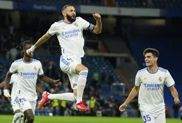 Karim Benzema trở thành chân sút thứ 4 của Real chạm cột mốc 200 bàn tại La Liga.