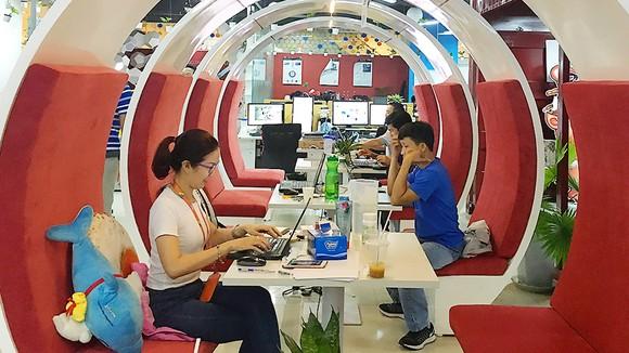 Nhân viên VNG đang làm việc tại văn phòng ở TPHCM