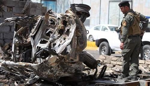 Hiện trường một vụ đánh bom liều chết ở Iraq. Ảnh: REUTERS.