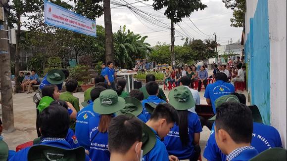 Chiến sĩ tình nguyện Hành quân xanh Quận 9 giúp dân làm đường, xây nhà ảnh 2