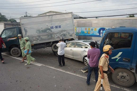 Va chạm liên hoàn trên Quốc lộ 22, nhiều phương tiện hư hỏng nặng  ảnh 2