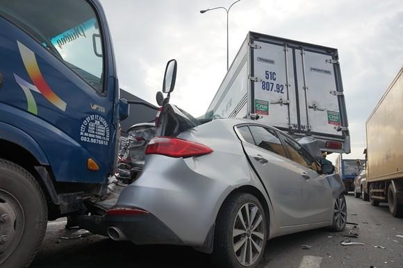 Va chạm liên hoàn trên Quốc lộ 22, nhiều phương tiện hư hỏng nặng  ảnh 3