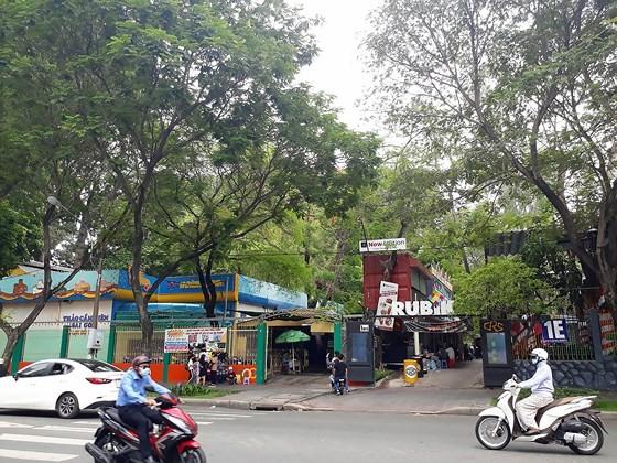 Thảo Cầm viên Sài Gòn nhìn từ phía cổng đường Nguyễn Thị Minh Khai
