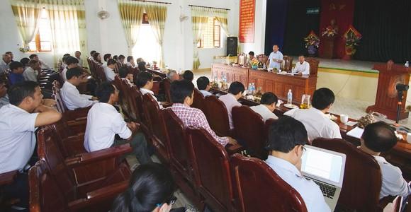 Bí thư Tỉnh ủy Hà Tĩnh Lê Đình Sơn tiếp xúc, nghe nguyện vọng nhân dân trong quá trình sắp xếp  đơn vị hành chính thôn