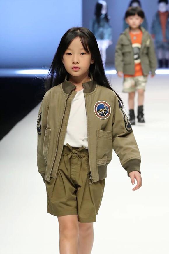 Mẫu nhí Việt trên sàn diễn thời trang thế giới ảnh 1