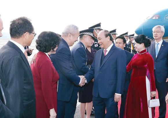 Lễ đón Thủ tướng Chính phủ Nguyễn Xuân Phúc  và Phu nhân tại sân bay quân sự Gimhae, TP Busan