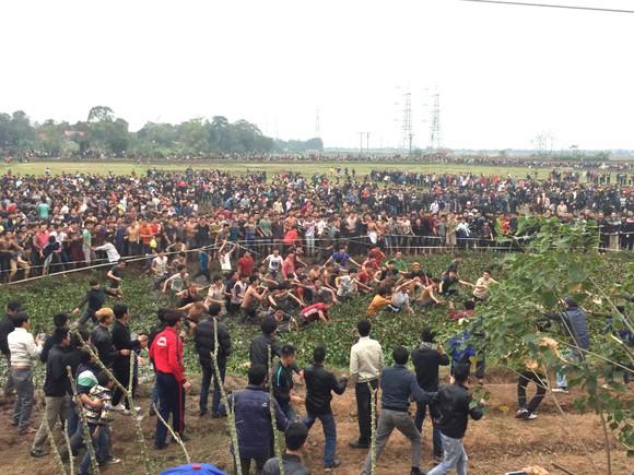"""Hội Phết Hiền Quan, Phú Thọ thường xuyên """"vỡ trận"""""""