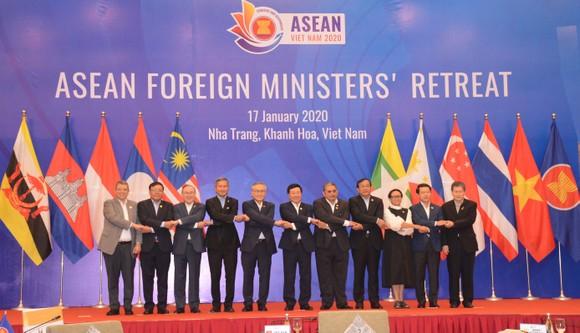 Phó Thủ tướng, Bộ trưởng Ngoại giao Phạm Bình Minh  với Bộ trưởng Ngoại giao các nước ASEAN dự hội nghị