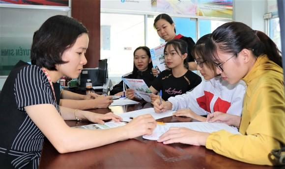Thí sinh đăng ký xét tuyển học bạ vào Trường Đại học Công nghiệp Thực phẩm năm 2020