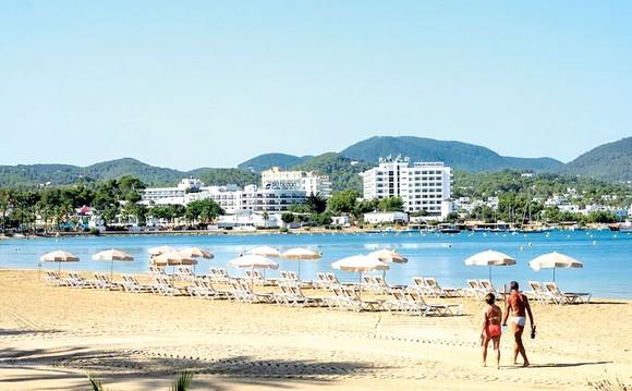 Bãi biển vắng khách tại Ibiza, Tây Ban Nha, do Covid-19