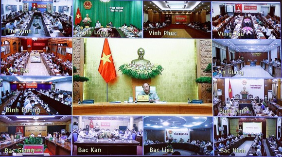Thủ tướng Nguyễn Xuân Phúc chủ trì cuộc họp trực tuyến của Thường trực Chính phủ về công tác phòng chống dịch Covid-19 với sự tham dự của đầy đủ các bộ, ban ngành, địa phương trong cả nước.