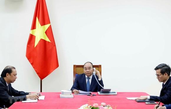 Thủ tướng Chính phủ Nguyễn Xuân Phúc điện đàm với Thủ tướng Nhật Bản Abe Shinzo. Nguồn: TTXVN