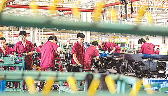 Đến thời điểm này, Trung Quốc là nền kinh tế lớn duy nhất  được dự báo tăng trưởng trong năm nay                                                                                                          Ảnh: WALL STREET JOUNAL