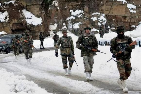 Lính Ấn Độ tuần tra tại một khu vực dọc theo biên giới với Trung Quốc
