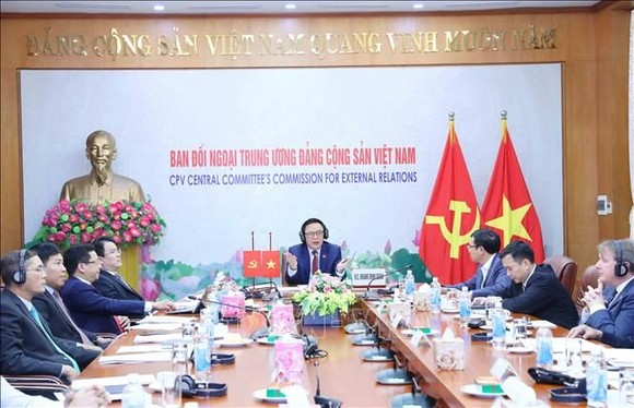 Đối thoại trực tuyến lần thứ nhất giữa Đảng Cộng sản Việt Nam và Nhóm các Nghị sĩ Liên đảng trong Quốc hội Anh. Nguồn: TTXVN