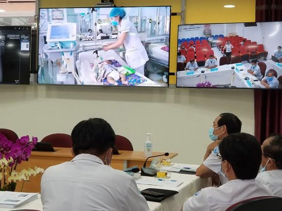 Bác sĩ BV Ung bướu TPHCM hội chẩn, khám chữa bệnh từ xa cùng các bác sĩ BV Đa khoa Bình Định