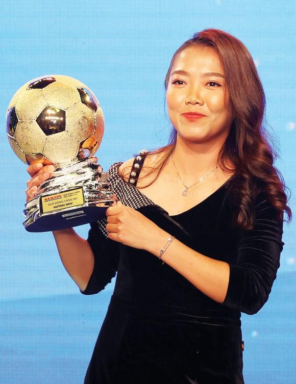 Giải thưởng Quả bóng vàng Việt Nam: Bản lĩnh vàng và những hồi ức đẹp ảnh 2