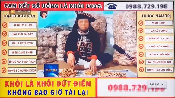 """Mẩu quảng cáo """"ám ảnh"""" nhất YouTube mấy ngày qua và những lọ thuốc của """"thần y online"""" tại thị xã Phổ Yên, tỉnh Thái Nguyên cung cấp cho PV Báo SGGP"""
