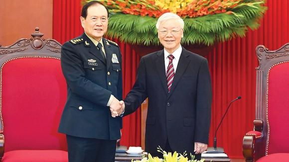 Tổng Bí thư Nguyễn Phú Trọng, Bí thư Quân ủy Trung ương tiếp Thượng tướng Ngụy Phượng Hòa,  Ủy viên Quốc vụ, Bộ trưởng Bộ Quốc phòng Trung Quốc, ngày 26-4. Ảnh: VIẾT CHUNG