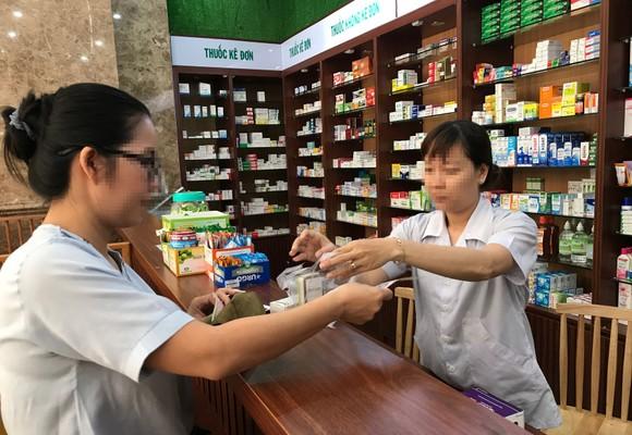 Dễ dàng tìm mua thực phẩm chức năng tại các nhà thuốc. Ảnh: HOÀNG HÙNG