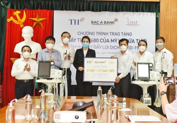 TH tặng hơn 30.000 sản phẩm sữa và đồ uống đến lực lượng chống dịch và người cách ly tại thị xã Hoàng Mai ảnh 2