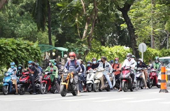 Với những hành vi vi phạm luật giao thông, cần thiết phải phạt nặng để không tái diễn. Ảnh: DŨNG PHƯƠNG