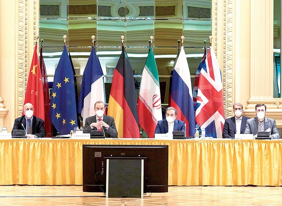 Các nhà đàm phán Iran và Mỹ tại hội nghị ở Vienna, Áo. Ảnh: BBC