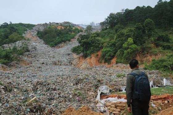 Nhiều năm qua Bãi rác Cam Ly (TP Đà Lạt) đã quá tải. Ảnh: ĐOÀN KIÊN
