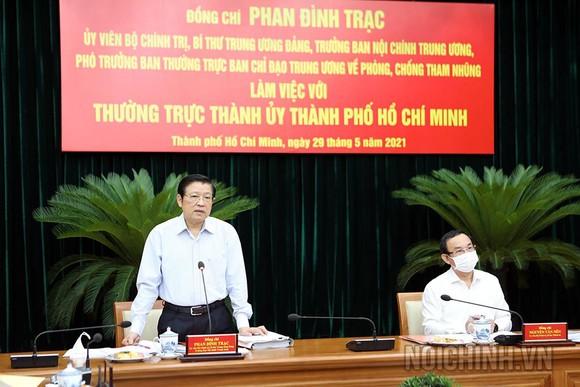Đồng chí Phan Đình Trạc, Ủy viên Bộ Chính trị,  Bí thư Trung ương Đảng, Trưởng Ban Nội chính Trung ương, làm việc với TPHCM về phòng chống tham nhũng. Ảnh: Ban Nội chính Trung ương