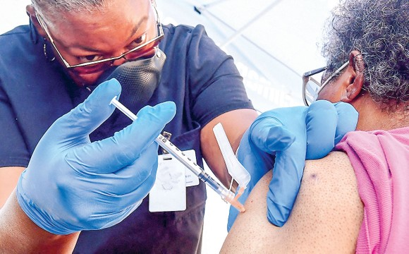 Tiêm vaccine Covid-19 tại Los Angeles, California, Mỹ