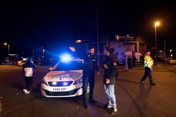 Anh: Nổ tại buổi biểu diễn ca nhạc, ít nhất 20 người thiệt mạng ảnh 4