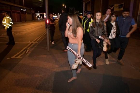 Anh: Nổ tại buổi biểu diễn ca nhạc, ít nhất 20 người thiệt mạng ảnh 2