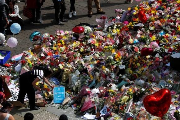 Vụ đánh bom tại Manchester: Cảnh sát bắt giữ thêm hai nghi can