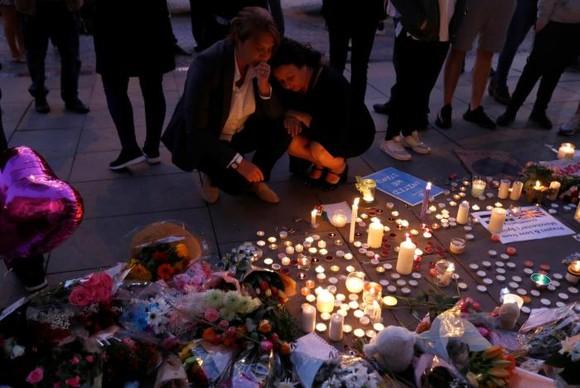 Vụ đánh bom tại Manchester: Cảnh sát bắt giữ thêm hai nghi can ảnh 2